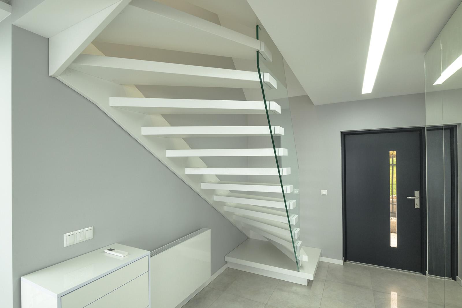 holztreppen aus polen qualit t aus tradition. Black Bedroom Furniture Sets. Home Design Ideas